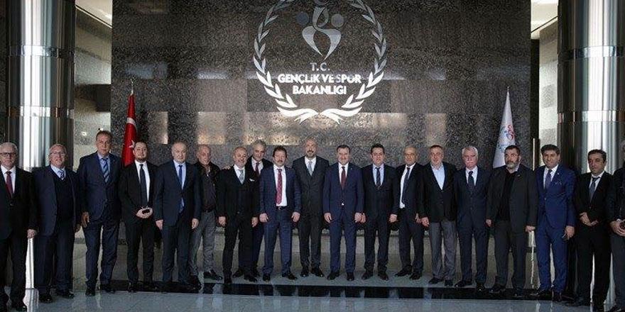 Spor bakanı 1. Lig başkanlarıyla bir araya geldi