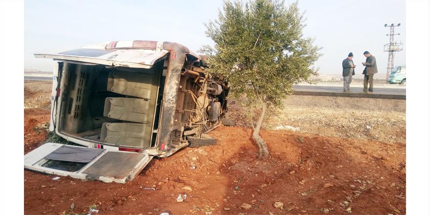 Minibüs takla attı: 15 yaralı