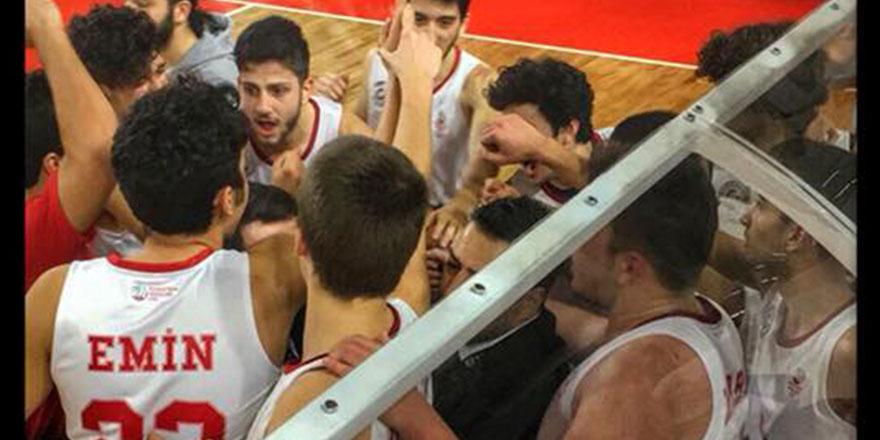 Gençler Beşiktaş'ı devirdi 62 – 52