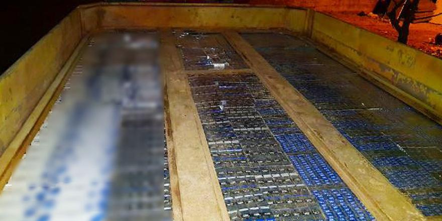 TIR'ın zulasında kaçak sigara