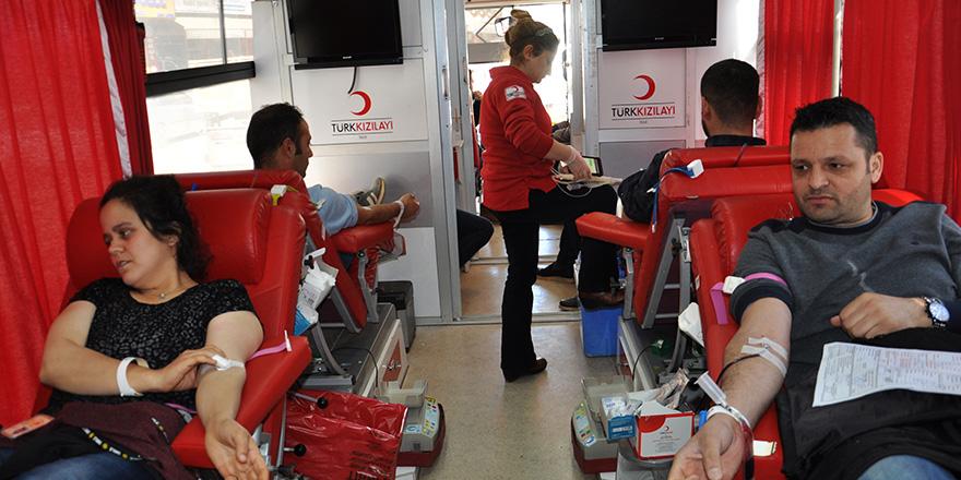 Kan bağışında ciddi destek