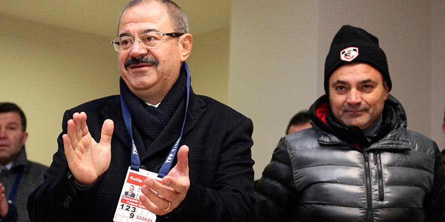 Konukoğlu futbolcuları kutladı