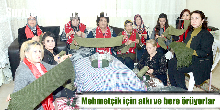 Mehmetçik için atkı ve bere örüyorlar