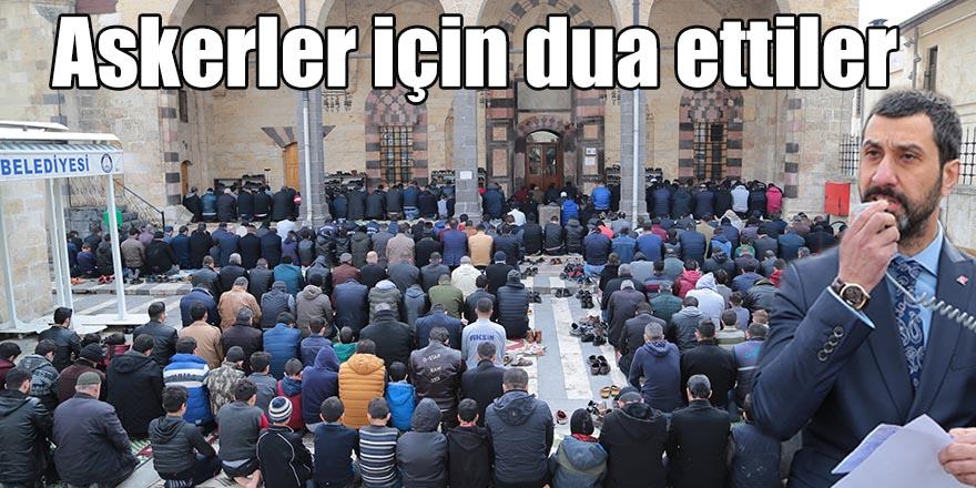 Askerler için dua ettiler
