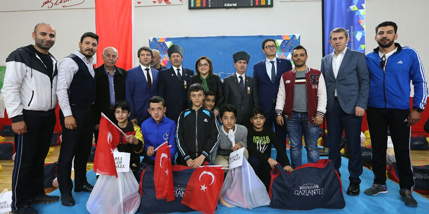 Büyükşehir'den okullara destek