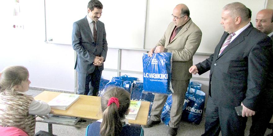 Öğrencilere kıyafet yardımı