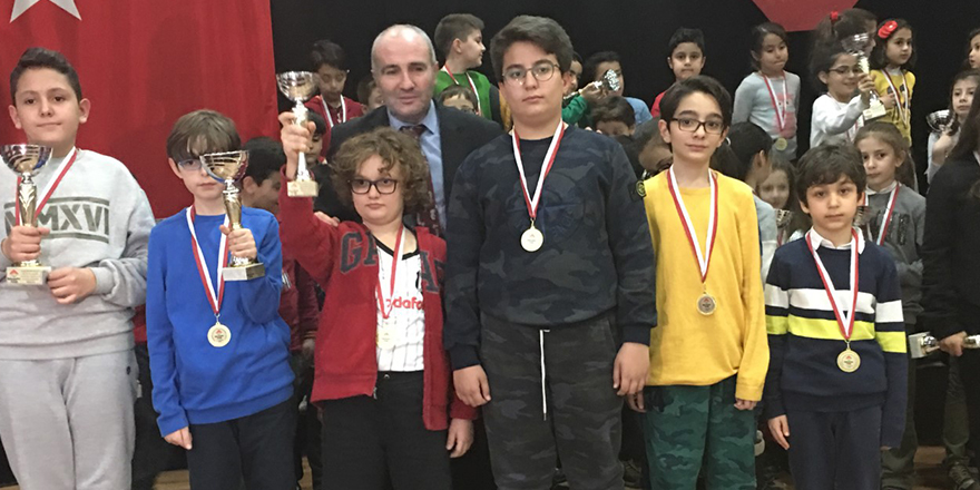 GKV'li Dila ve Naz Satranç şampiyonu