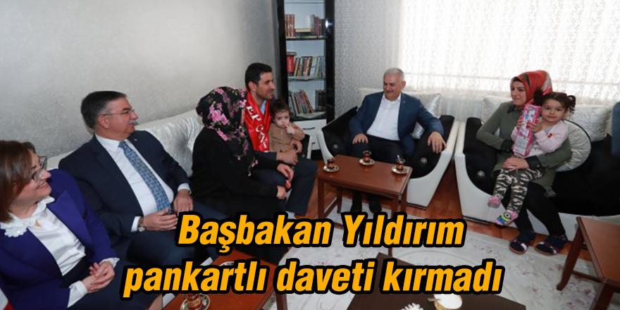 Başbakan Yıldırım pankartlı daveti kırmadı