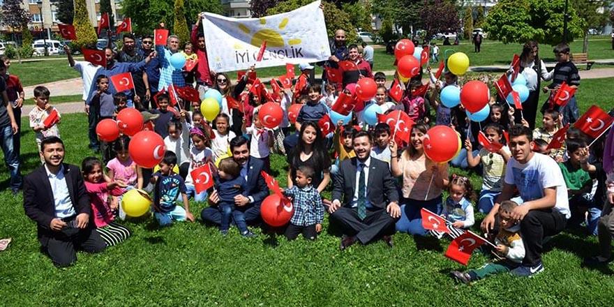 İYİ Parti gençliği, çocukları unutmadı