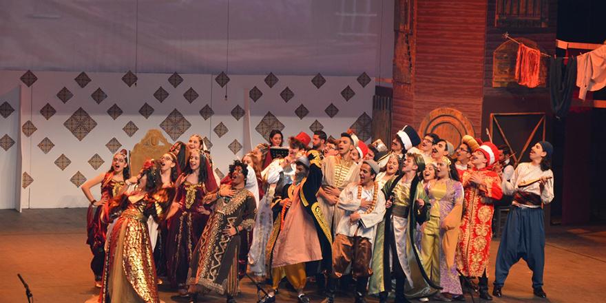 GKV'liler İstanbul Efendisi Müzikalini sahneledi