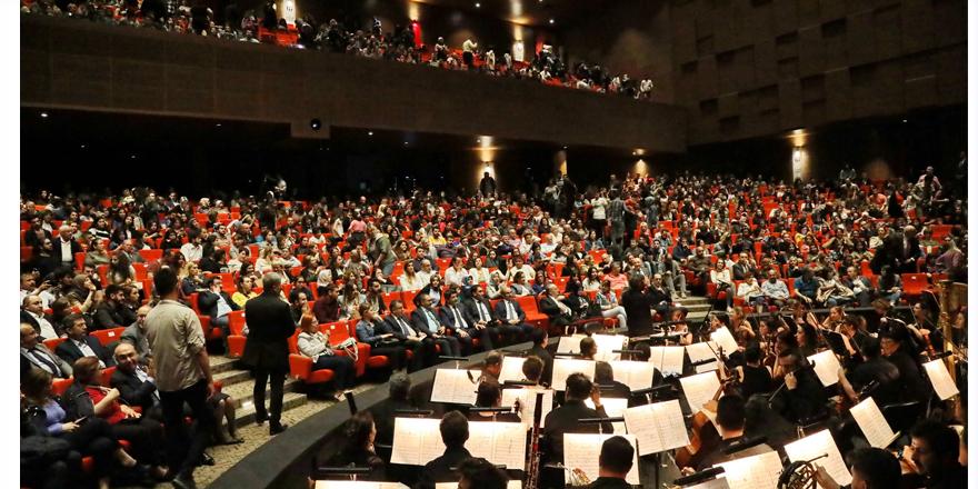 IV. Murat operası büyüledi