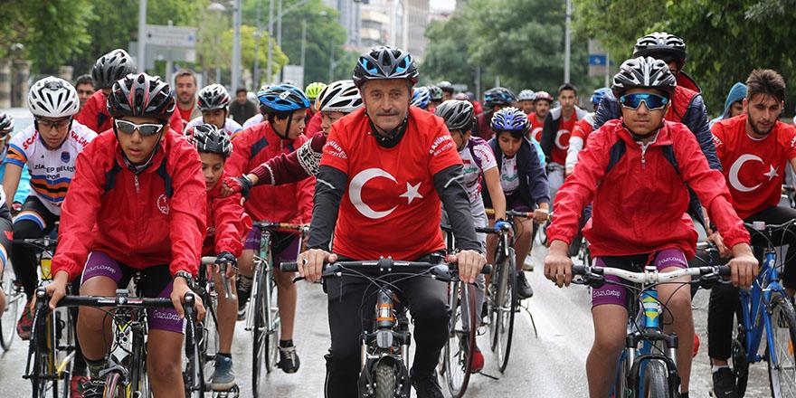 Tahmazoğlu vatandaşlarla pedal çevirdi