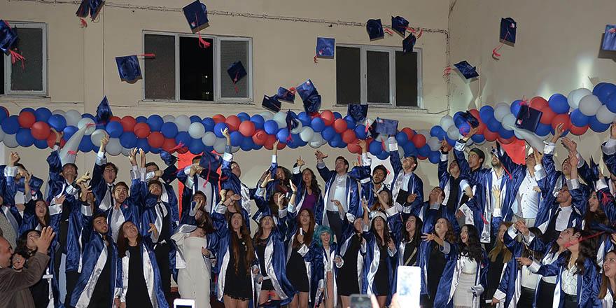 Öğrenciler geleceğe uğurlandı