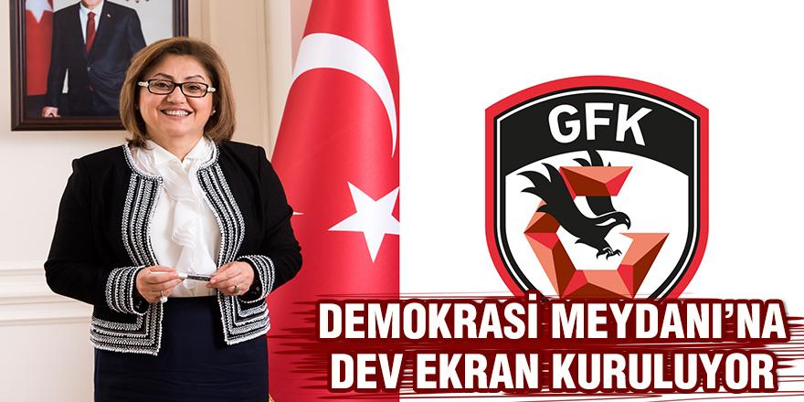 DEMOKRASİ MEYDANI'NA  DEV EKRAN KURULUYOR