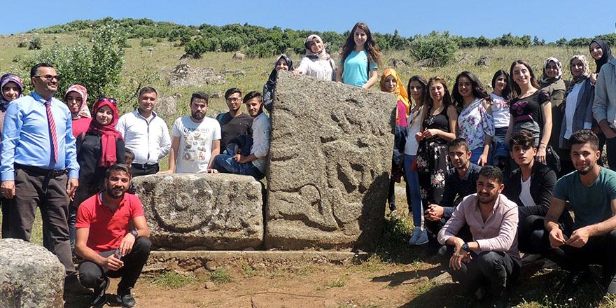 Öğrenciler arkeolojik gezide buluştu