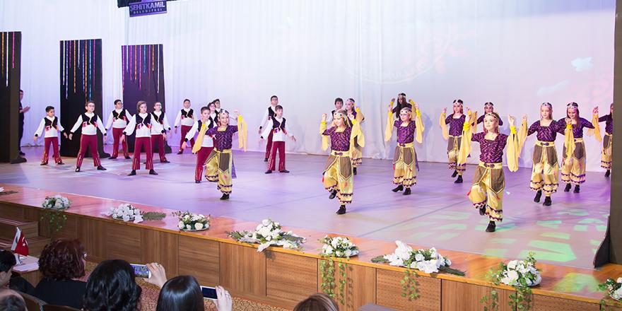 Anadolu'nun 7 rengi dansla harmanladı