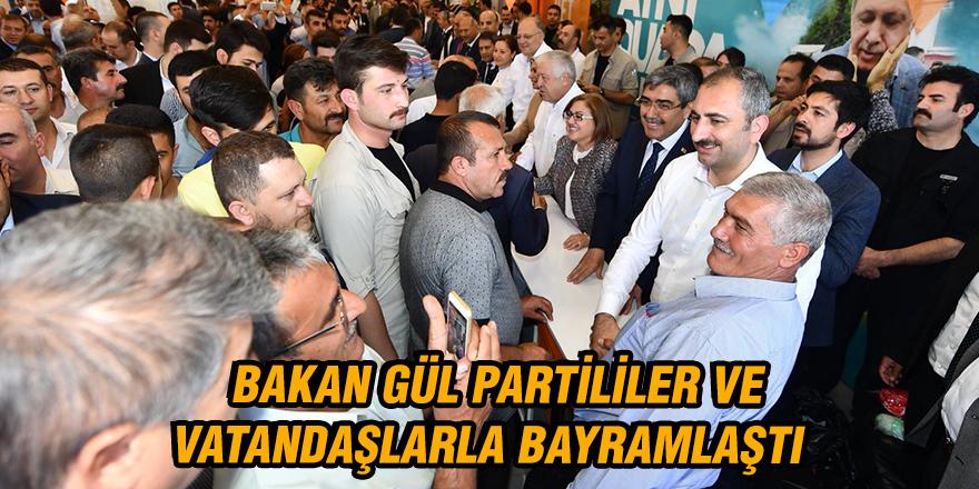 Bakan Gül partililer ve vatandaşlarla bayramlaştı