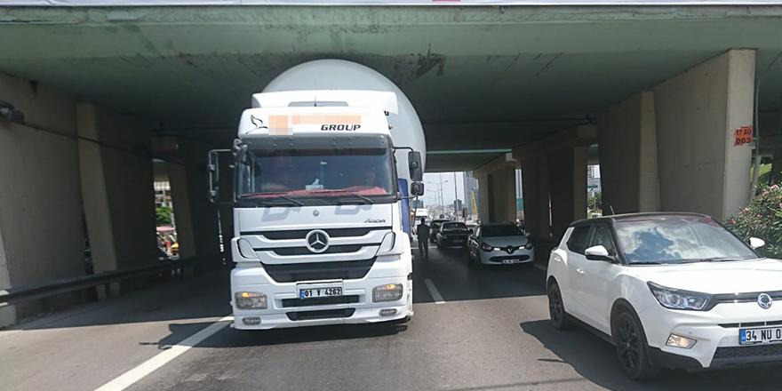 LPG yüklü tır köprüye sıkıştı