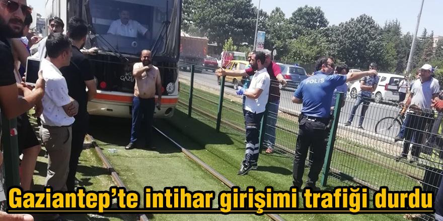 Gaziantep'te intihar girişimi trafiği durdu