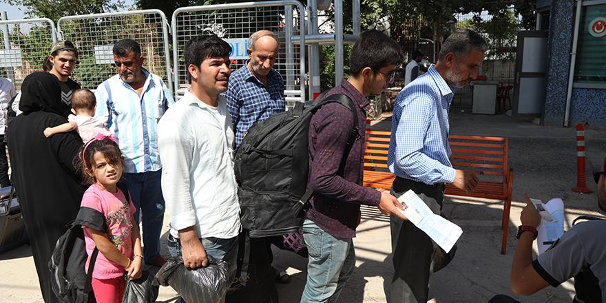 Bayramlaşmaya giden Suriyeliler geri dönüyor