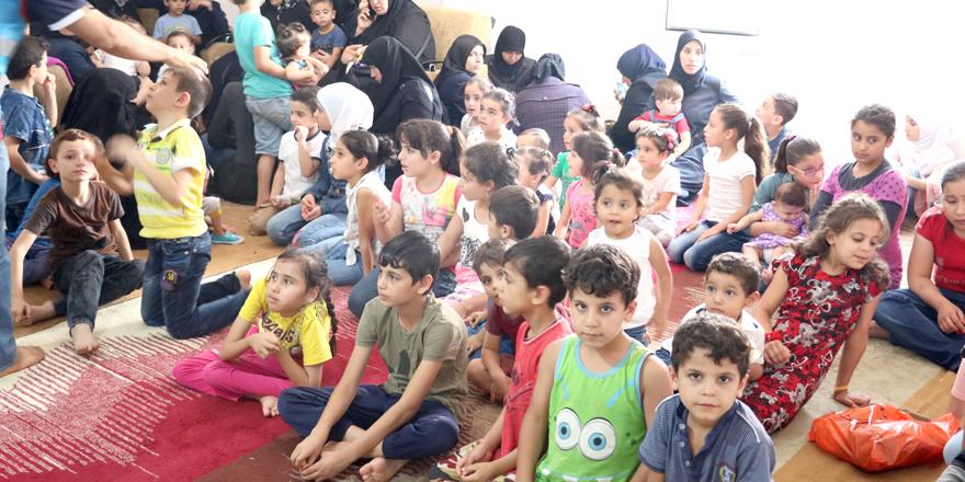 Suriyeli yetim çocuklara giyim yardımı