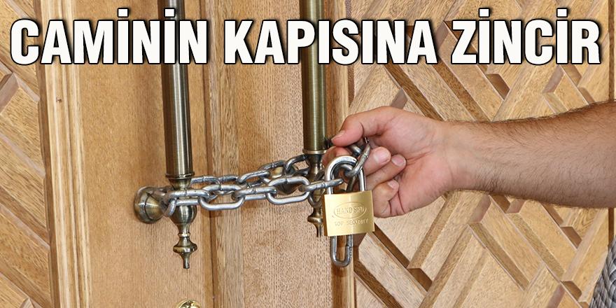 Caminin kapısına zincir