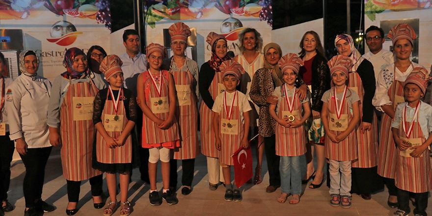 Minikler köfte için yarıştı