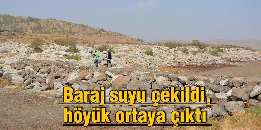 Baraj suyu çekildi, höyük ortaya çıktı