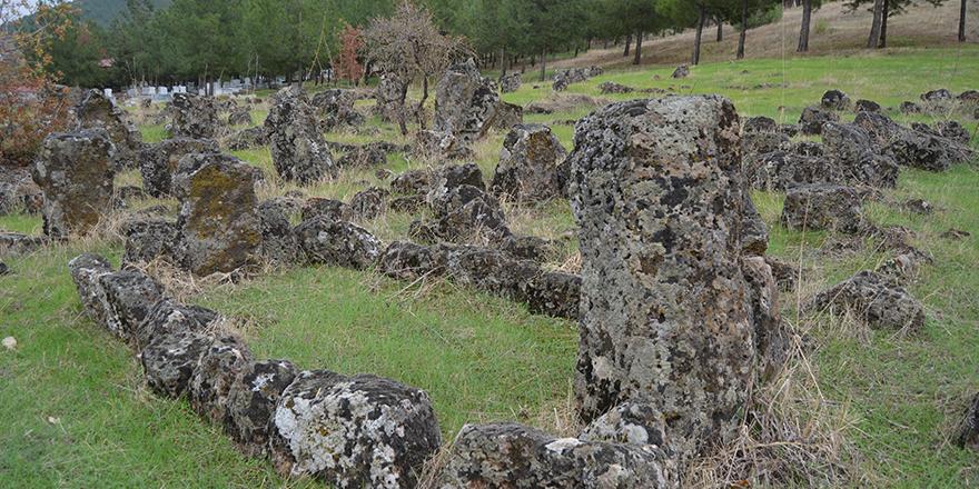 Tarihi mezarlar bakıma alınacak
