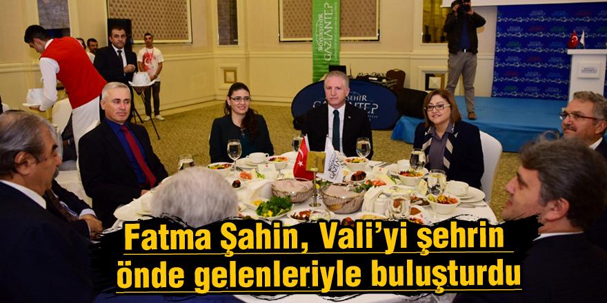 Fatma Şahin, Vali'yi şehrin önde gelenleriyle buluşturdu