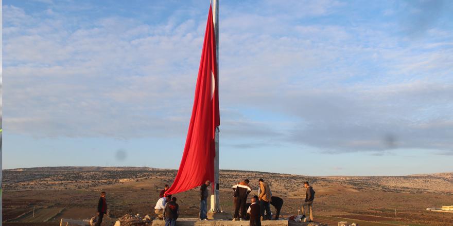 Yavuzeli kalesine dev Türk bayrağı dikildi