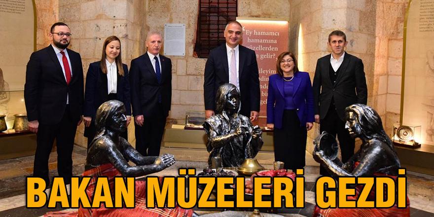 Bakan müzeleri gezdi