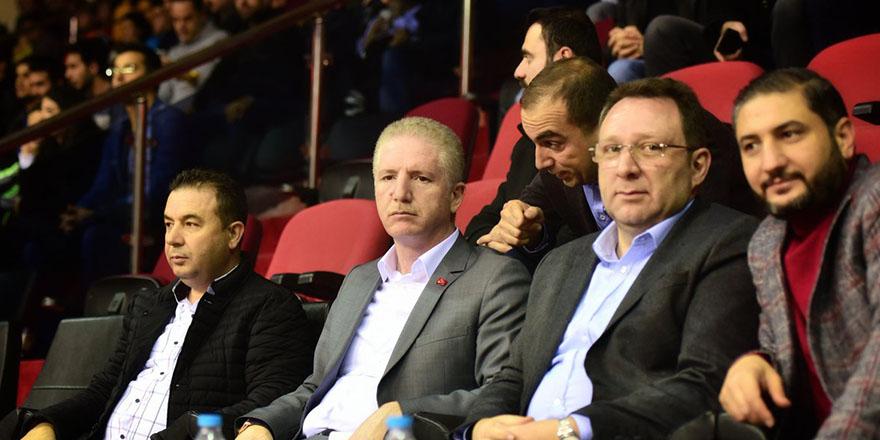 Vali Gül basket maçını izledi