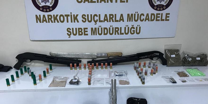 Uyuşturucu tacirlerine şok baskın