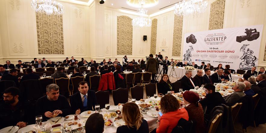 Vali'den gazetecilere kahvaltılı  kutlama