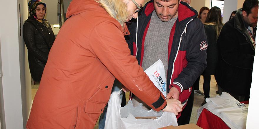 LÖSEV'den ailelere et yardımı