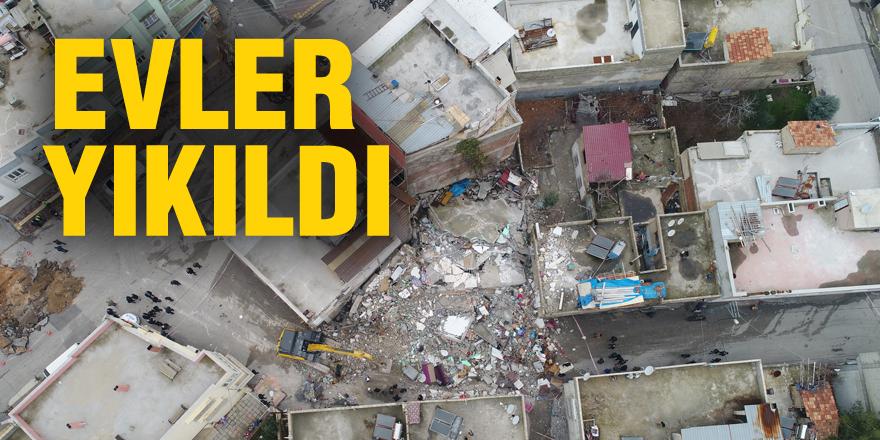 Hasar gören evler yıkıldı