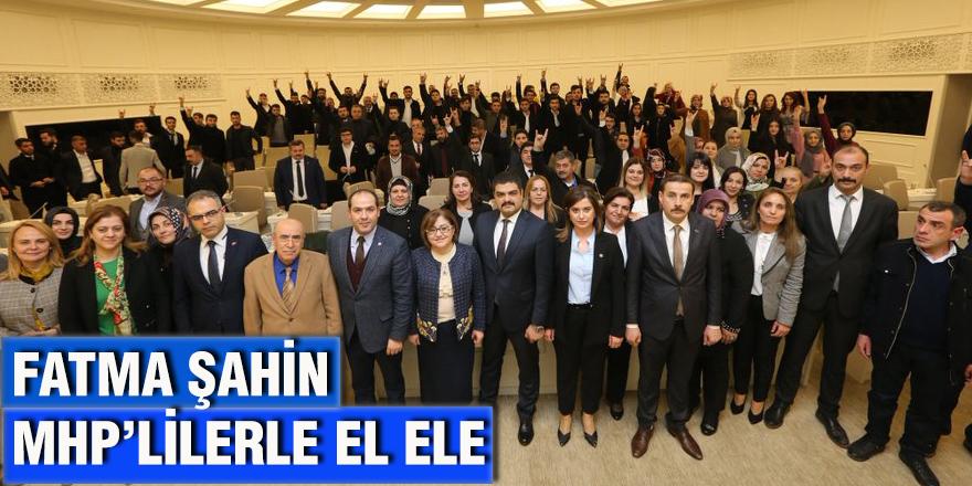 FATMA ŞAHİN  MHP'LİLERLE EL ELE