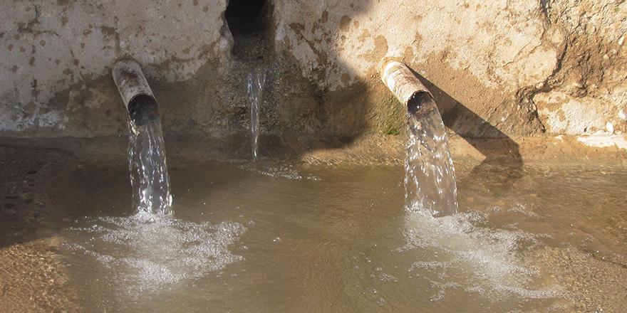 Kuruyan çeşmeden su aktı