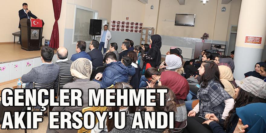 Gençler Mehmet Akif Ersoy'u andı