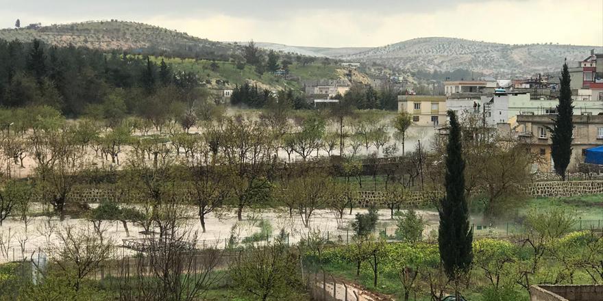 Nizip ilçesindeki bazı ev ve iş yerlerini su bastı