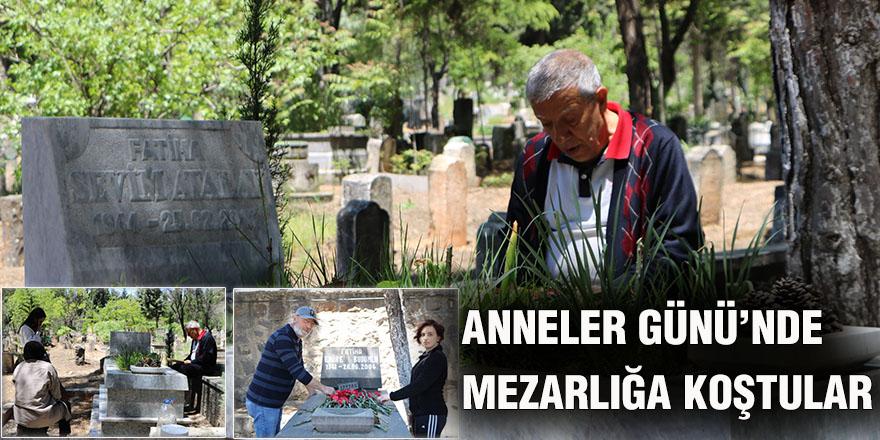 Anneler Günü'nde mezarlığa koştular