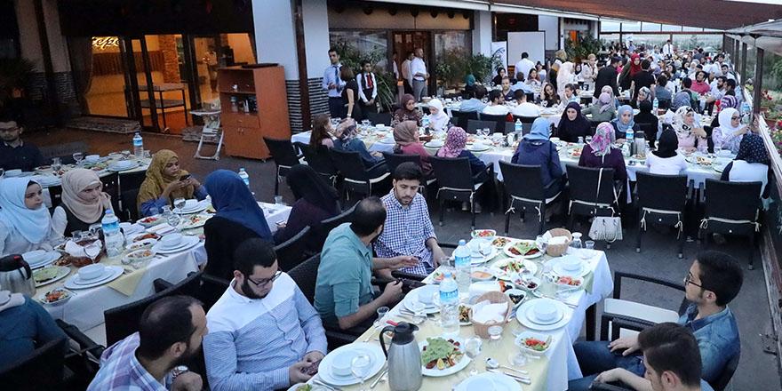 Suriyeli öğrenciler için iftar