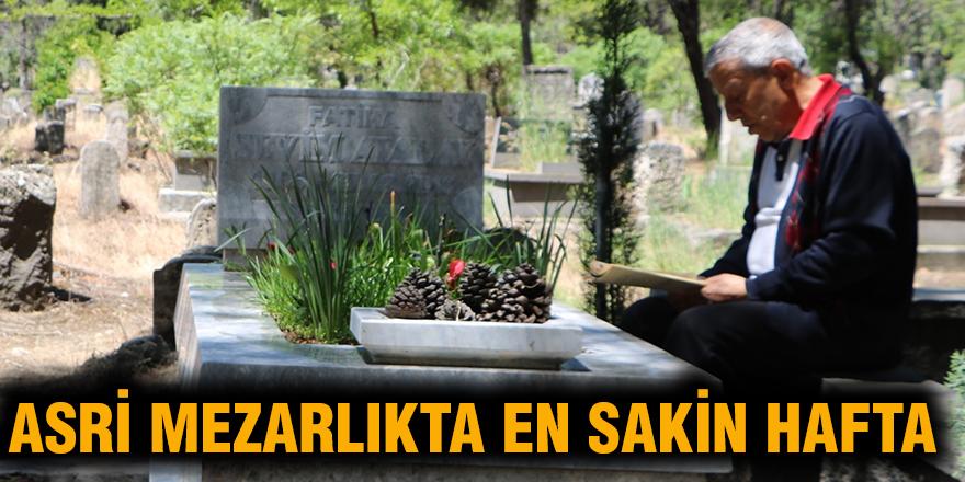 Asri mezarlıkta en sakin hafta