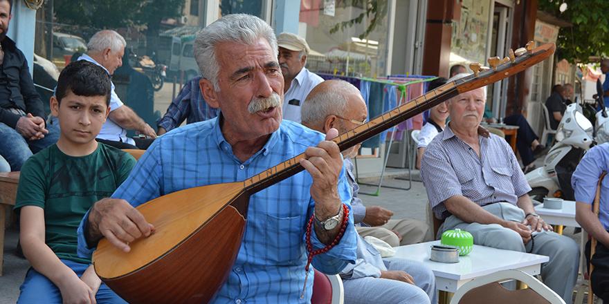 Türkülerle babalar günü kutlaması