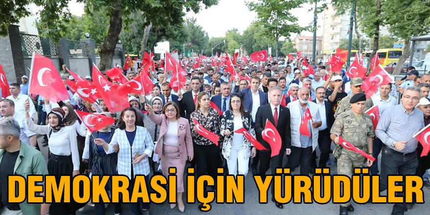 Demokrasi için yürüdüler