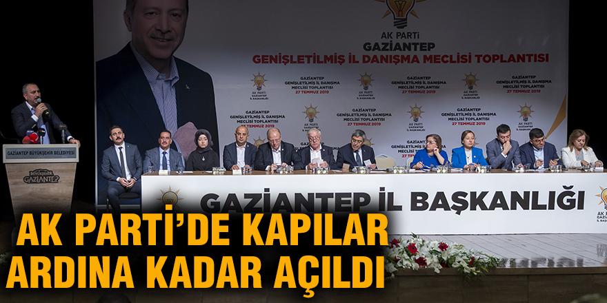 AK Parti'de kapılar ardına kadar açıldı