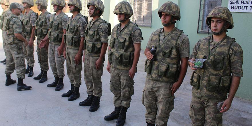 Askerler bayramı elleri tetikte karşıladı