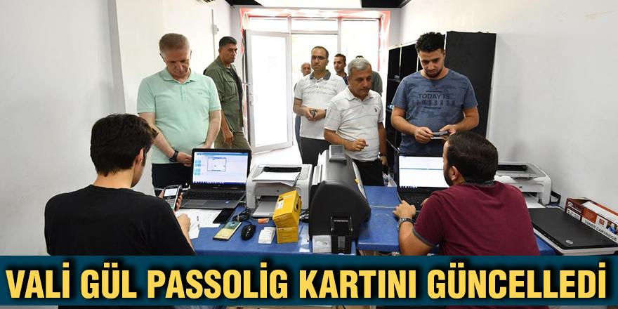 Vali Gül passolig kartını güncelledi