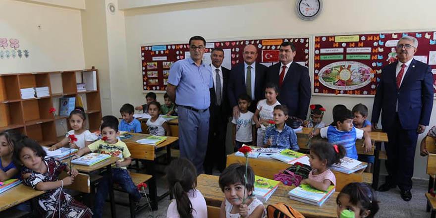 Nizip'te yeni eğitim-öğretim yılı başladı
